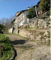 CASA INDIPENDENTE CON TERRENI IN BORGATA CAPOMOSSO, VALDILANA (BI)