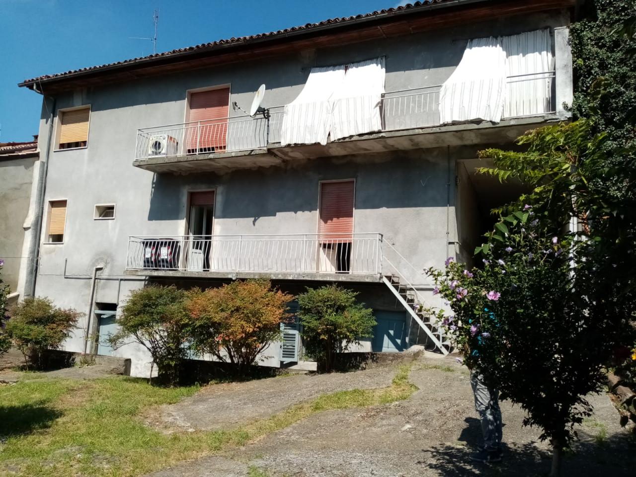 Ottiglio vendesi casa indipendente con cortile e giardino richiesta Euro 38.000