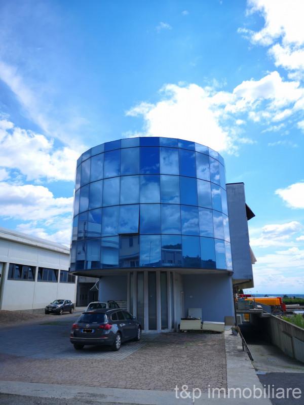 Ufficio / Studio in affitto a Negrar, 9999 locali, zona Località: Negrar - Centro, prezzo € 1.150 | CambioCasa.it