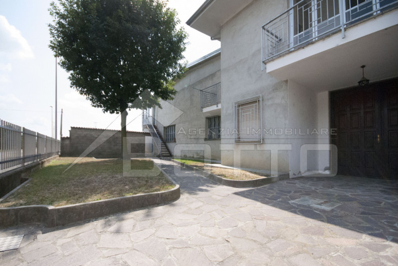 Detached house for sale in Rovansenda, with garden and 5 car boxes