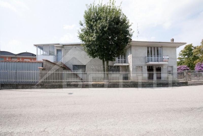 Freistehendes Haus zu verkaufen in Rovansenda, mit Garten und 5 Autogarage
