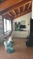Villa-Casale in vendita con ampio giardino piantumato, Este