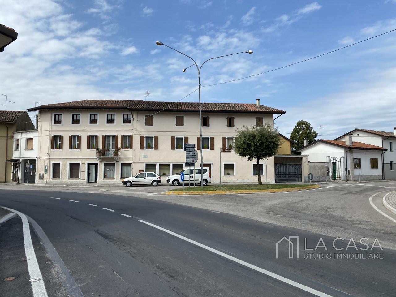 Palazzo plurifamiliare in vendita a Valvasone Arzene - Rif. P3 https://images.gestionaleimmobiliare.it/foto/annunci/200827/2284141/1280x1280/000__img_3741_wmk_0.jpg