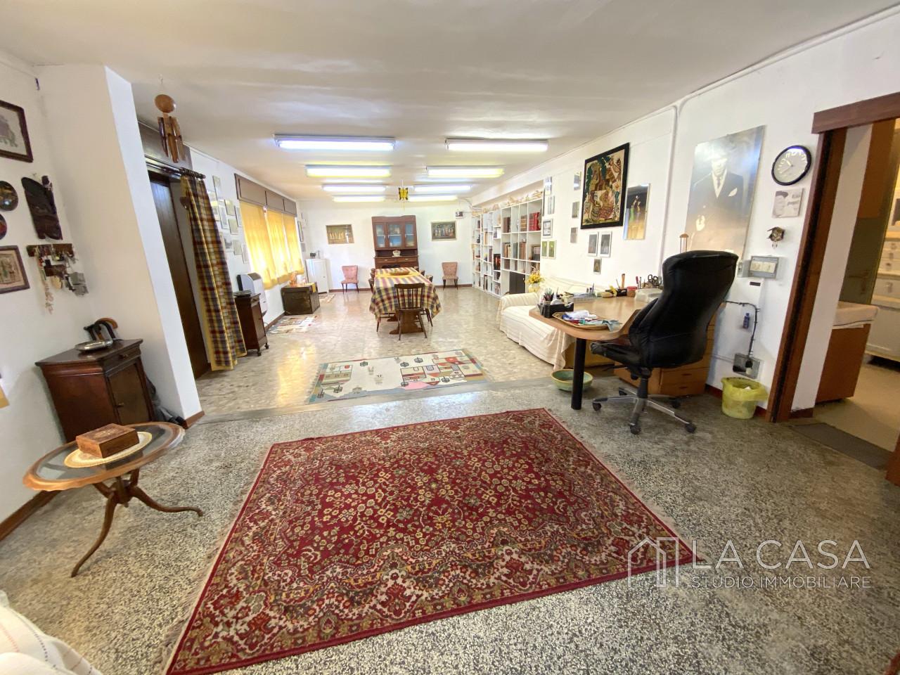 Palazzo plurifamiliare in vendita a Valvasone Arzene - Rif. P3 https://images.gestionaleimmobiliare.it/foto/annunci/200827/2284141/1280x1280/002__img_3703_wmk_0.jpg