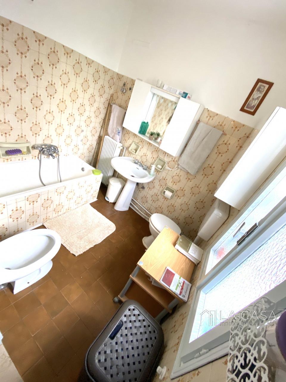 Palazzo plurifamiliare in vendita a Valvasone Arzene - Rif. P3 https://images.gestionaleimmobiliare.it/foto/annunci/200827/2284141/1280x1280/015__img_3711_wmk_0.jpg
