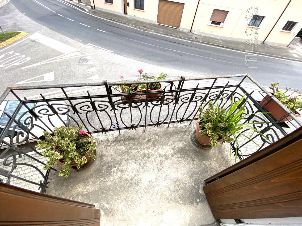 Palazzo plurifamiliare in vendita a Valvasone Arzene - Rif. P3 https://images.gestionaleimmobiliare.it/foto/annunci/200827/2284141/1280x1280/016__img_3723_wmk_0.jpg