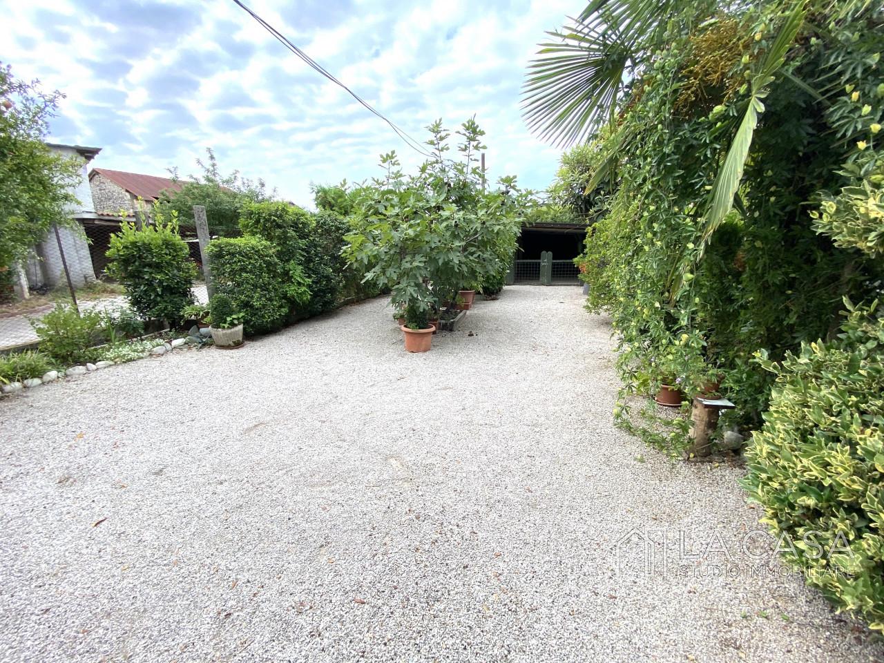 Palazzo plurifamiliare in vendita a Valvasone Arzene - Rif. P3 https://images.gestionaleimmobiliare.it/foto/annunci/200827/2284141/1280x1280/025__img_3739_wmk_0.jpg