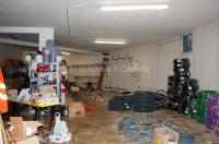 NG8- Locale commerciale di circa 60 mq con  magazzino di circa 150 mq