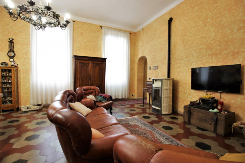 Villa in vendita a Trovo, 5 locali, prezzo € 350.000 | CambioCasa.it