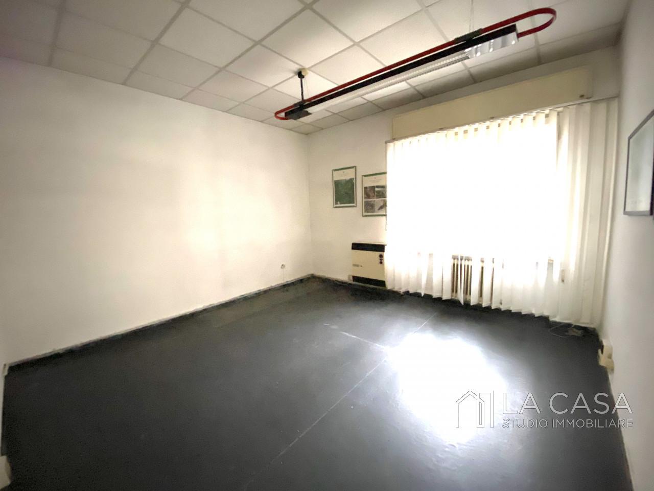 Luminoso Negozio in vendita ad Aviano zona Centrale - Rif. N3 https://images.gestionaleimmobiliare.it/foto/annunci/201002/2314199/1280x1280/999__img_3969_wmk_0.jpg