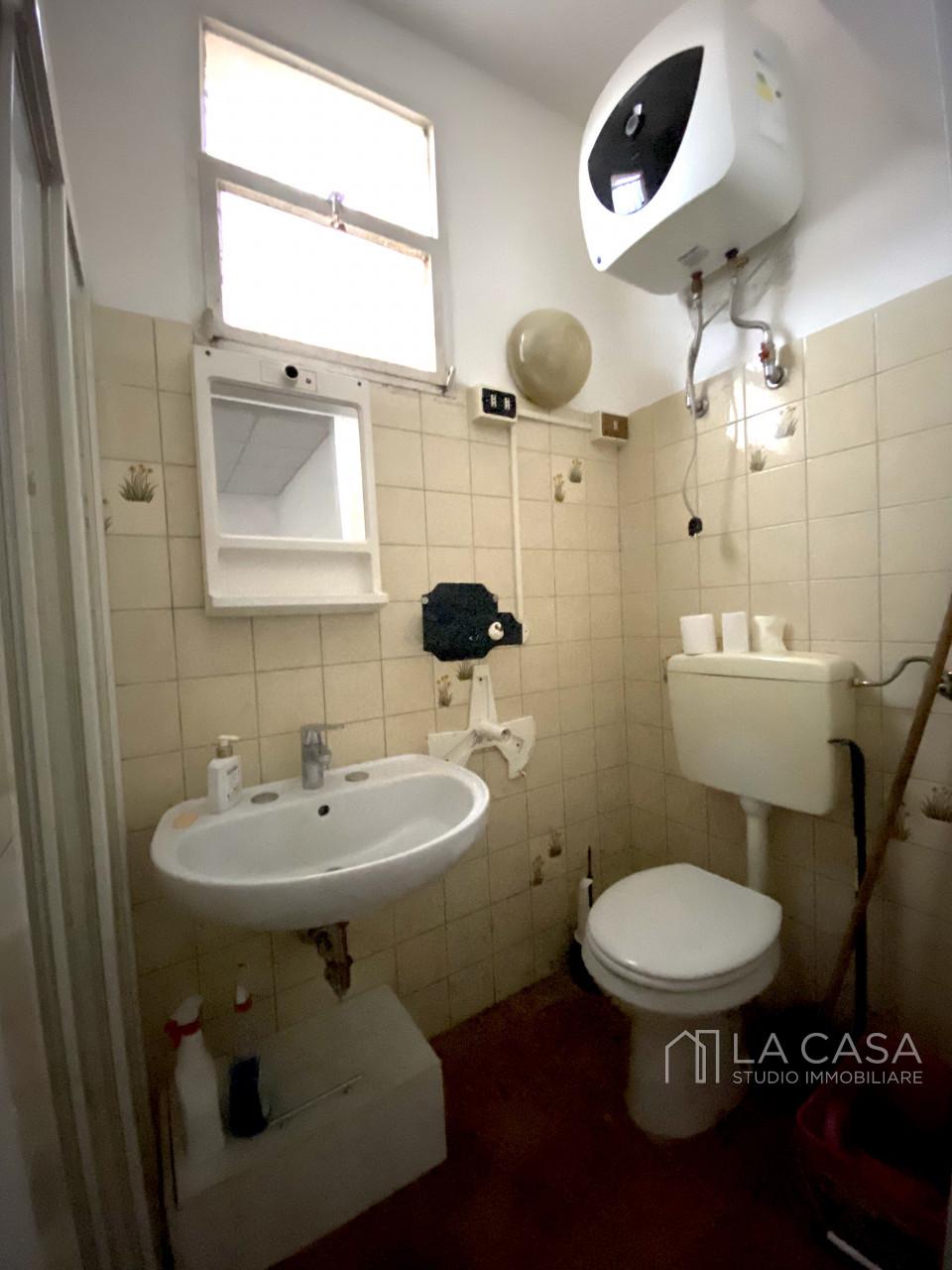 Luminoso Negozio in vendita ad Aviano zona Centrale - Rif. N3 https://images.gestionaleimmobiliare.it/foto/annunci/201002/2314199/1280x1280/999__img_3971_wmk_0.jpg