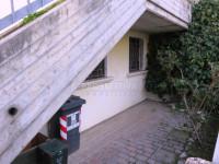 Porzione di bifamiliare su due livelli fuori terra con giardino privato