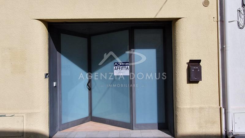 Ufficio / Studio in affitto a Racale, 4 locali, prezzo € 350 | CambioCasa.it