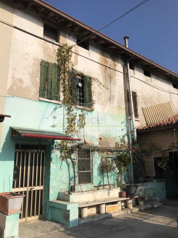 Rustico / Casale in vendita a Castel Goffredo, 4 locali, prezzo € 55.000 | PortaleAgenzieImmobiliari.it