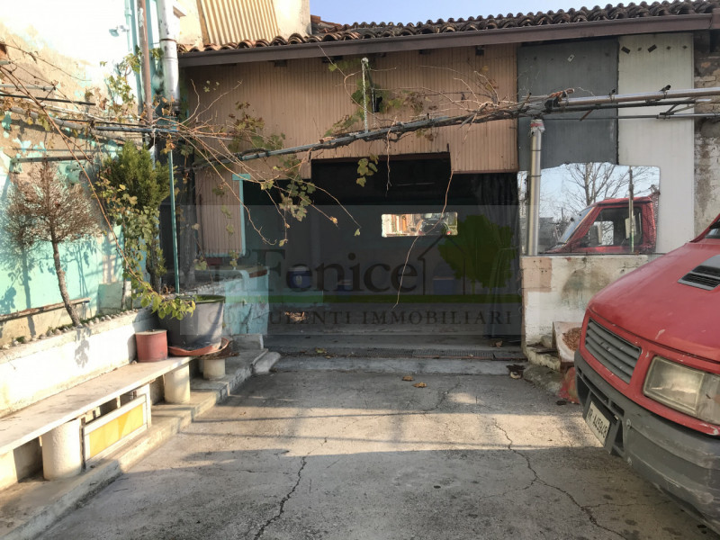 CASTEL GOFFREDO: RUSTICO INDIPENDENTE - https://images.gestionaleimmobiliare.it/foto/annunci/201128/2359236/800x800/006__75ce567b-88be-42a7-a221-6e649c370471_wmk_0.jpg