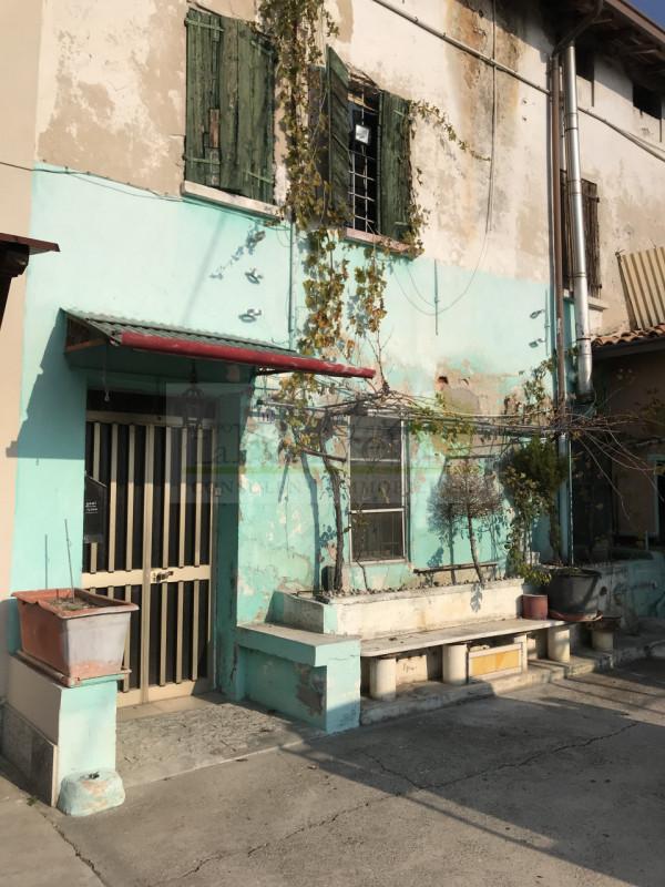 CASTEL GOFFREDO: RUSTICO INDIPENDENTE - https://images.gestionaleimmobiliare.it/foto/annunci/201128/2359236/800x800/009__fdc740dd-480e-4717-a23f-a7e731211a7e_wmk_0.jpg