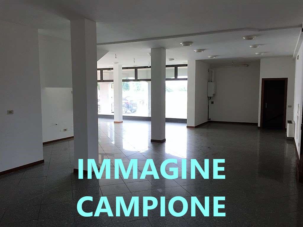 L515 Negozio affittato ad attività storica in vendita a Montegrotto Terme https://images.gestionaleimmobiliare.it/foto/annunci/201202/2360826/1280x1280/999__immagine_campione_portali_2.jpg