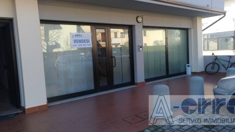 Ufficio / Studio in vendita a Rosà, 4 locali, zona Località: Rosà, prezzo € 120.000   CambioCasa.it
