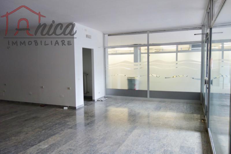 Negozio / Locale in vendita a Trento, 2 locali, zona Zona: Semicentro, prezzo € 200.000 | CambioCasa.it