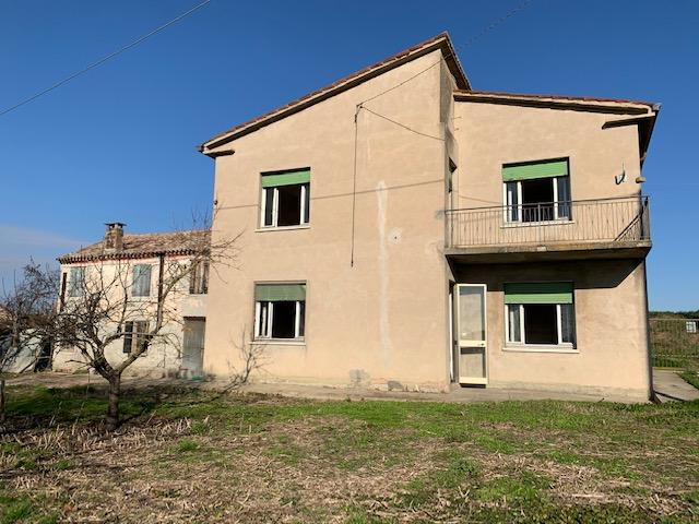 Villa in vendita a Castelnovo Bariano, 9 locali, zona Località: Castelnovo Bariano, prezzo € 45.000 | CambioCasa.it