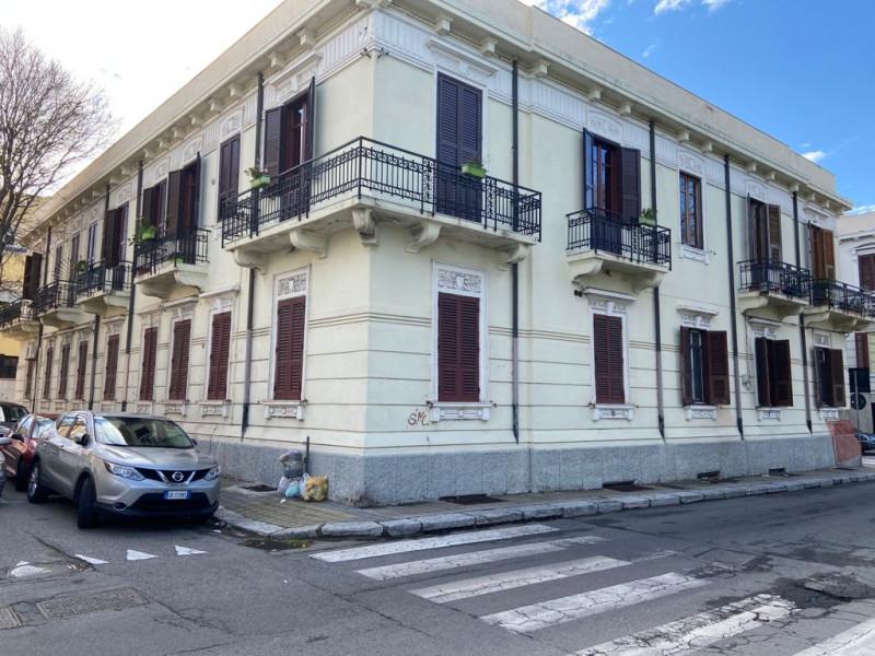 Appartamento in vendita a Reggio Calabria, 12 locali, zona Località: Reggio Calabria - Centro, prezzo € 310.000 | CambioCasa.it
