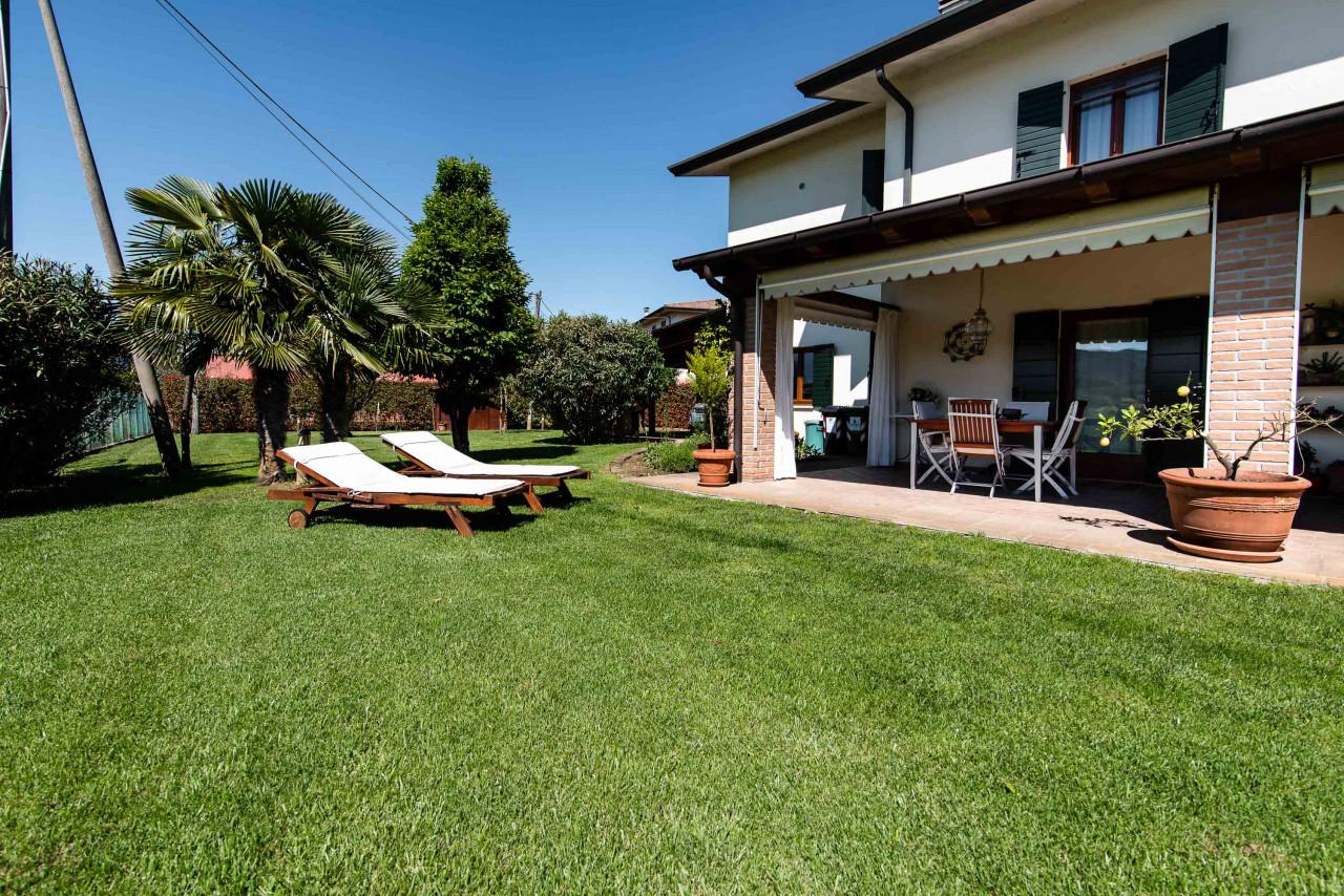 D318 Signorile casa singola con giardino e splendida vista in vendita a Torreglia https://images.gestionaleimmobiliare.it/foto/annunci/210121/2378070/1280x1280/001__blucasa-2134.jpg