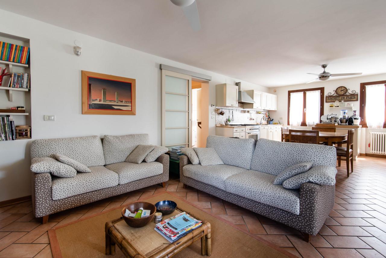 D318 Signorile casa singola con giardino e splendida vista in vendita a Torreglia https://images.gestionaleimmobiliare.it/foto/annunci/210121/2378070/1280x1280/002__blucasa-2044.jpg