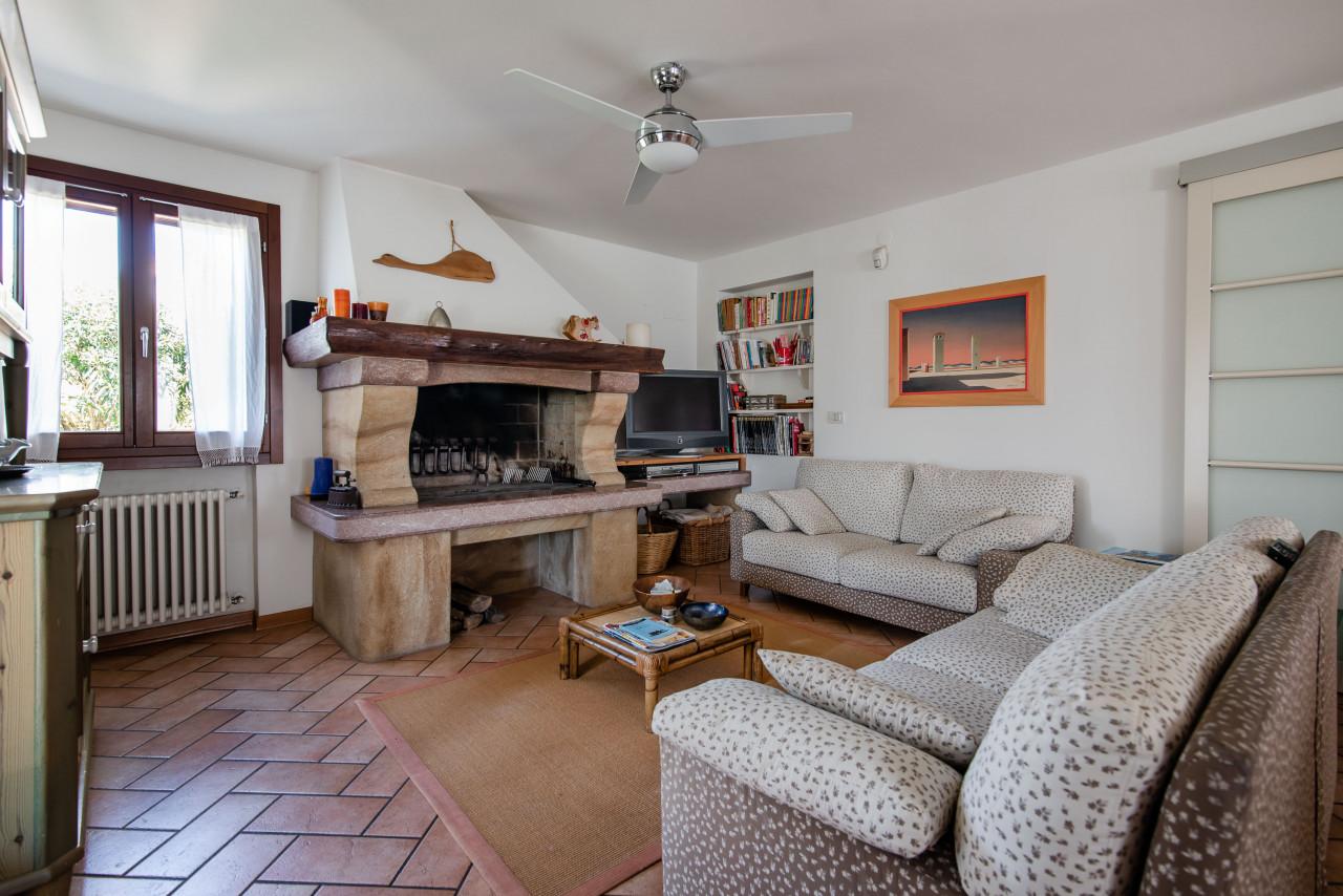 D318 Signorile casa singola con giardino e splendida vista in vendita a Torreglia https://images.gestionaleimmobiliare.it/foto/annunci/210121/2378070/1280x1280/003__blucasa-2042.jpg