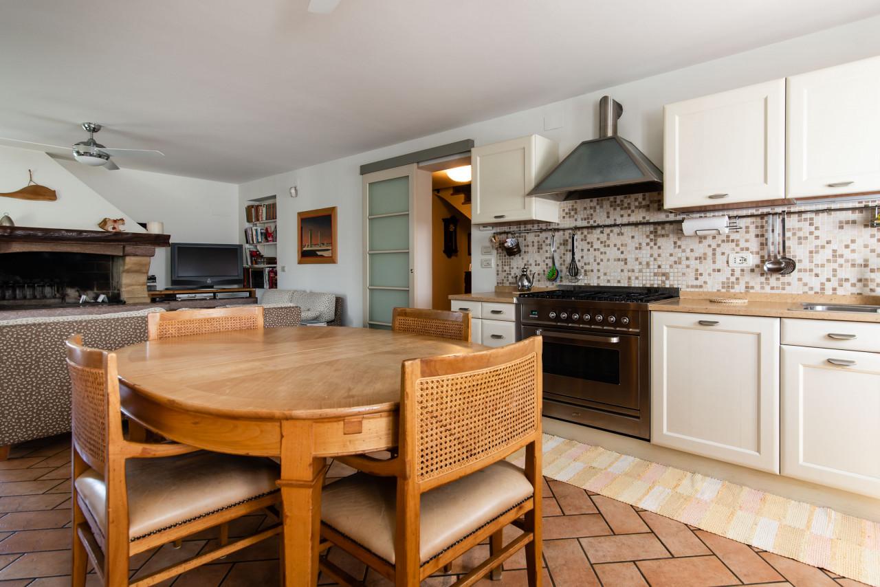 D318 Signorile casa singola con giardino e splendida vista in vendita a Torreglia https://images.gestionaleimmobiliare.it/foto/annunci/210121/2378070/1280x1280/006__blucasa-2046.jpg