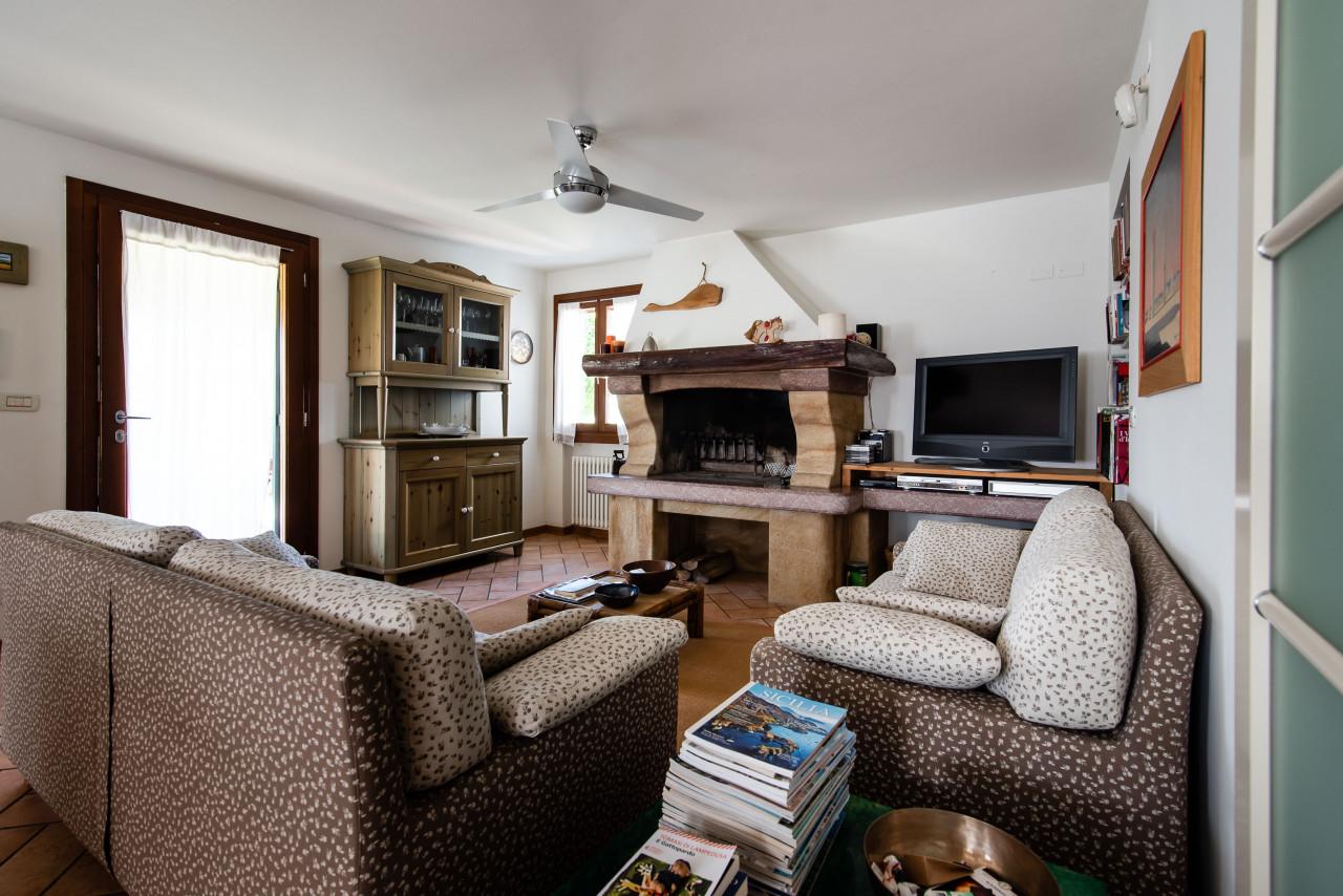 D318 Signorile casa singola con giardino e splendida vista in vendita a Torreglia https://images.gestionaleimmobiliare.it/foto/annunci/210121/2378070/1280x1280/008__blucasa-2052.jpg