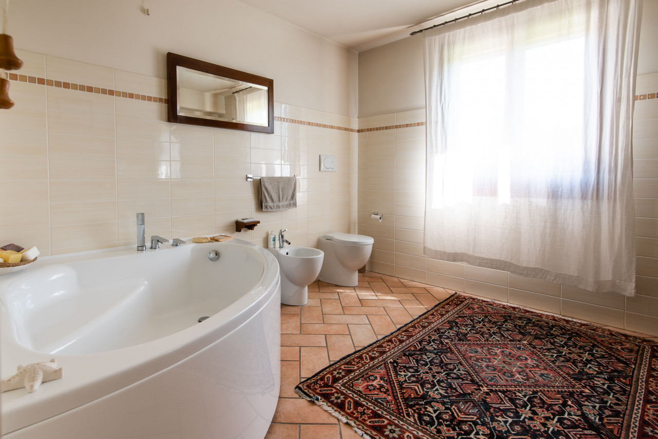 D318 Signorile casa singola con giardino e splendida vista in vendita a Torreglia https://images.gestionaleimmobiliare.it/foto/annunci/210121/2378070/1280x1280/009__blucasa-2055.jpg