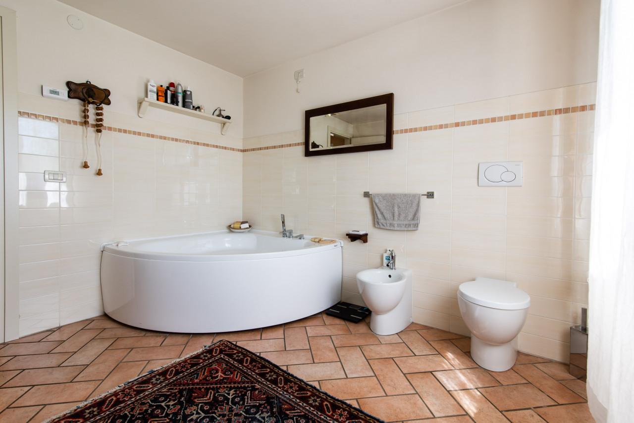 D318 Signorile casa singola con giardino e splendida vista in vendita a Torreglia https://images.gestionaleimmobiliare.it/foto/annunci/210121/2378070/1280x1280/010__blucasa-2058.jpg