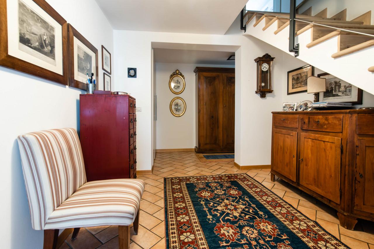 D318 Signorile casa singola con giardino e splendida vista in vendita a Torreglia https://images.gestionaleimmobiliare.it/foto/annunci/210121/2378070/1280x1280/013__blucasa-2062.jpg