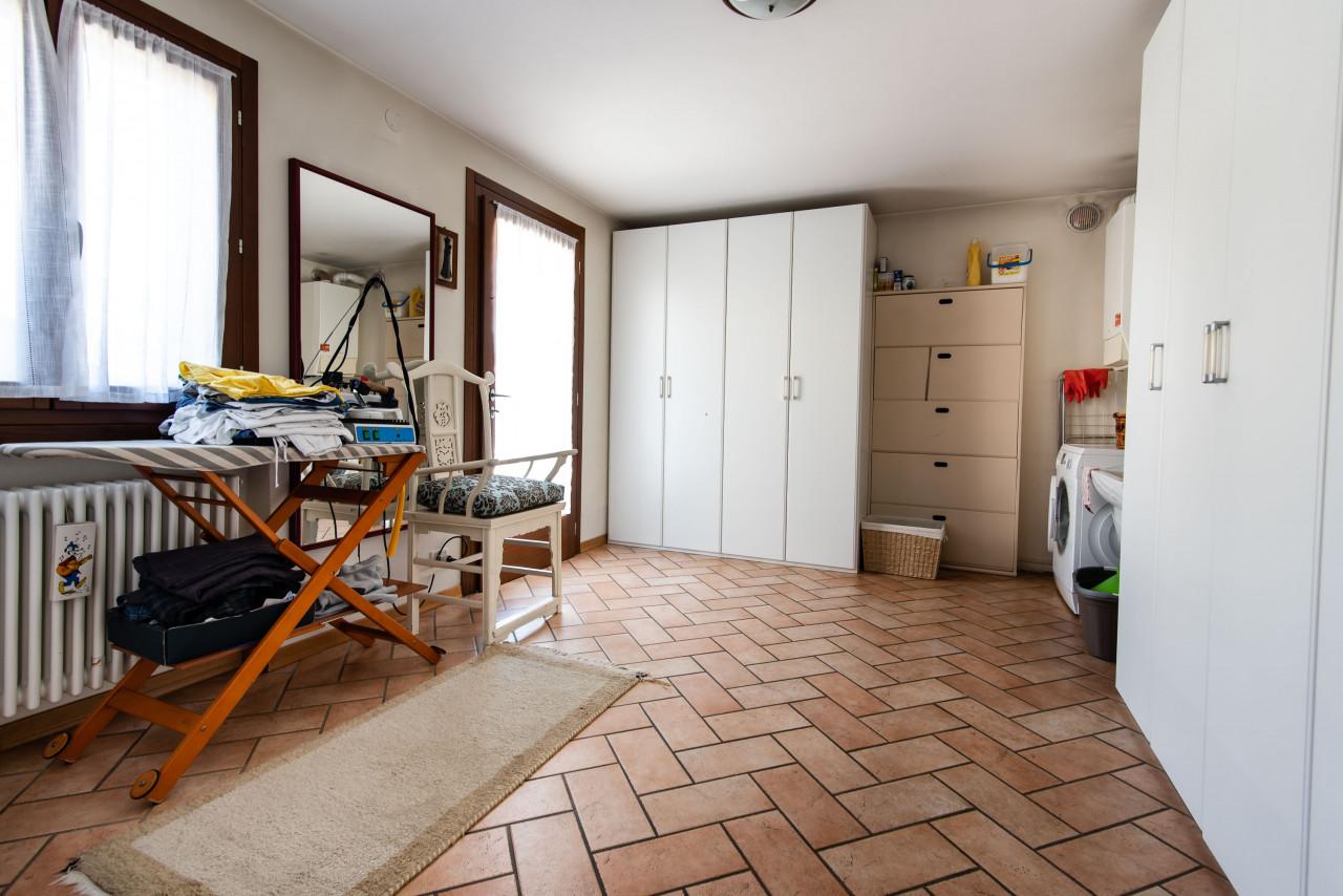 D318 Signorile casa singola con giardino e splendida vista in vendita a Torreglia https://images.gestionaleimmobiliare.it/foto/annunci/210121/2378070/1280x1280/014__blucasa-2064.jpg