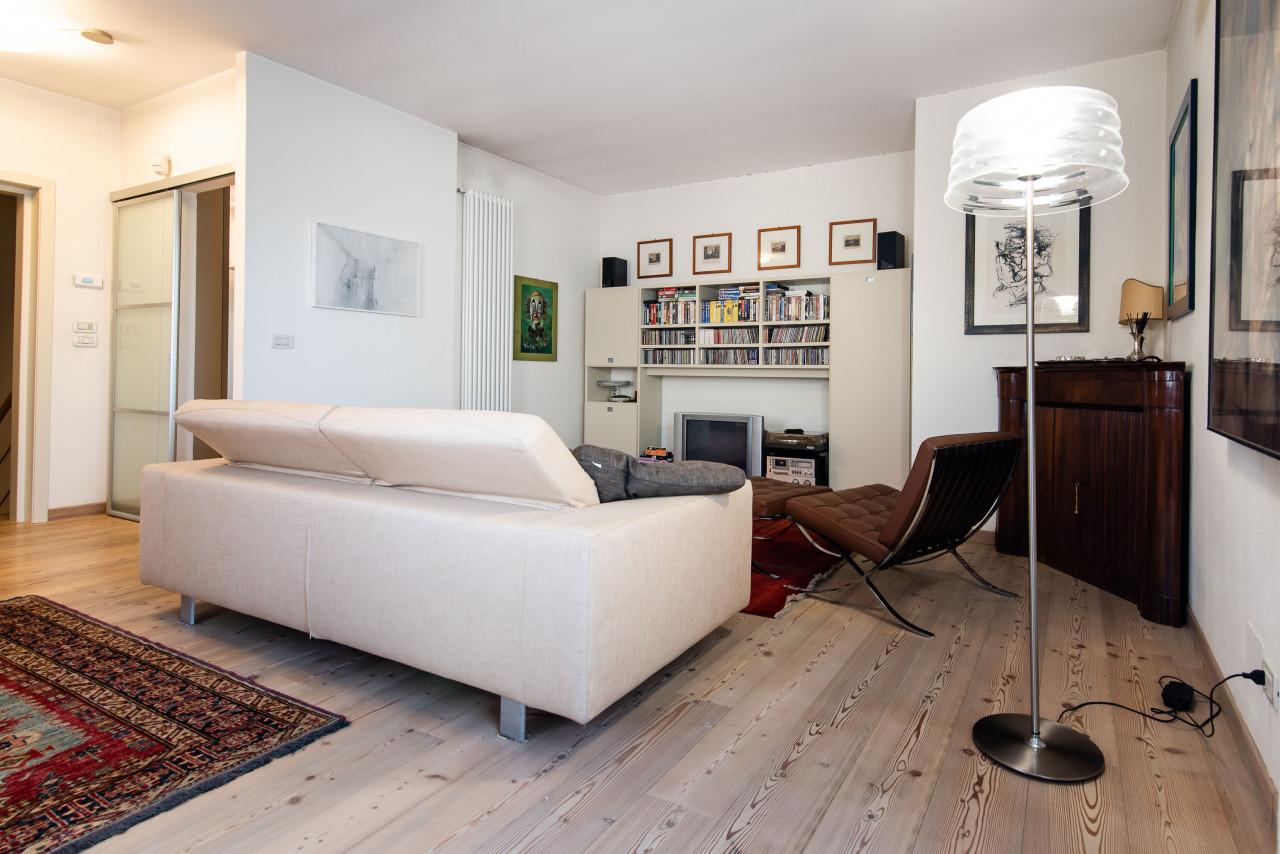D318 Signorile casa singola con giardino e splendida vista in vendita a Torreglia https://images.gestionaleimmobiliare.it/foto/annunci/210121/2378070/1280x1280/018__blucasa-2078.jpg