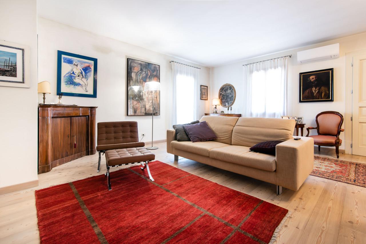 D318 Signorile casa singola con giardino e splendida vista in vendita a Torreglia https://images.gestionaleimmobiliare.it/foto/annunci/210121/2378070/1280x1280/020__blucasa-2081.jpg