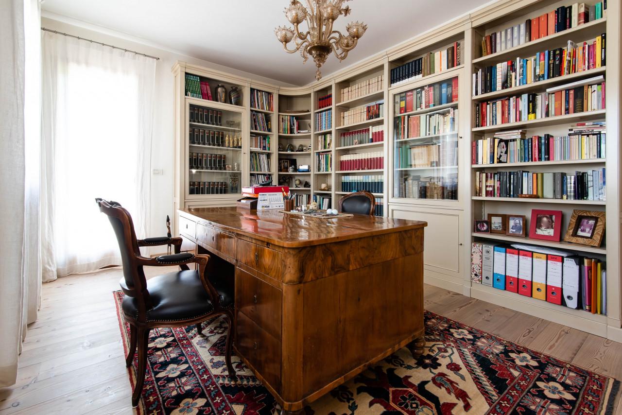 D318 Signorile casa singola con giardino e splendida vista in vendita a Torreglia https://images.gestionaleimmobiliare.it/foto/annunci/210121/2378070/1280x1280/022__blucasa-2072.jpg