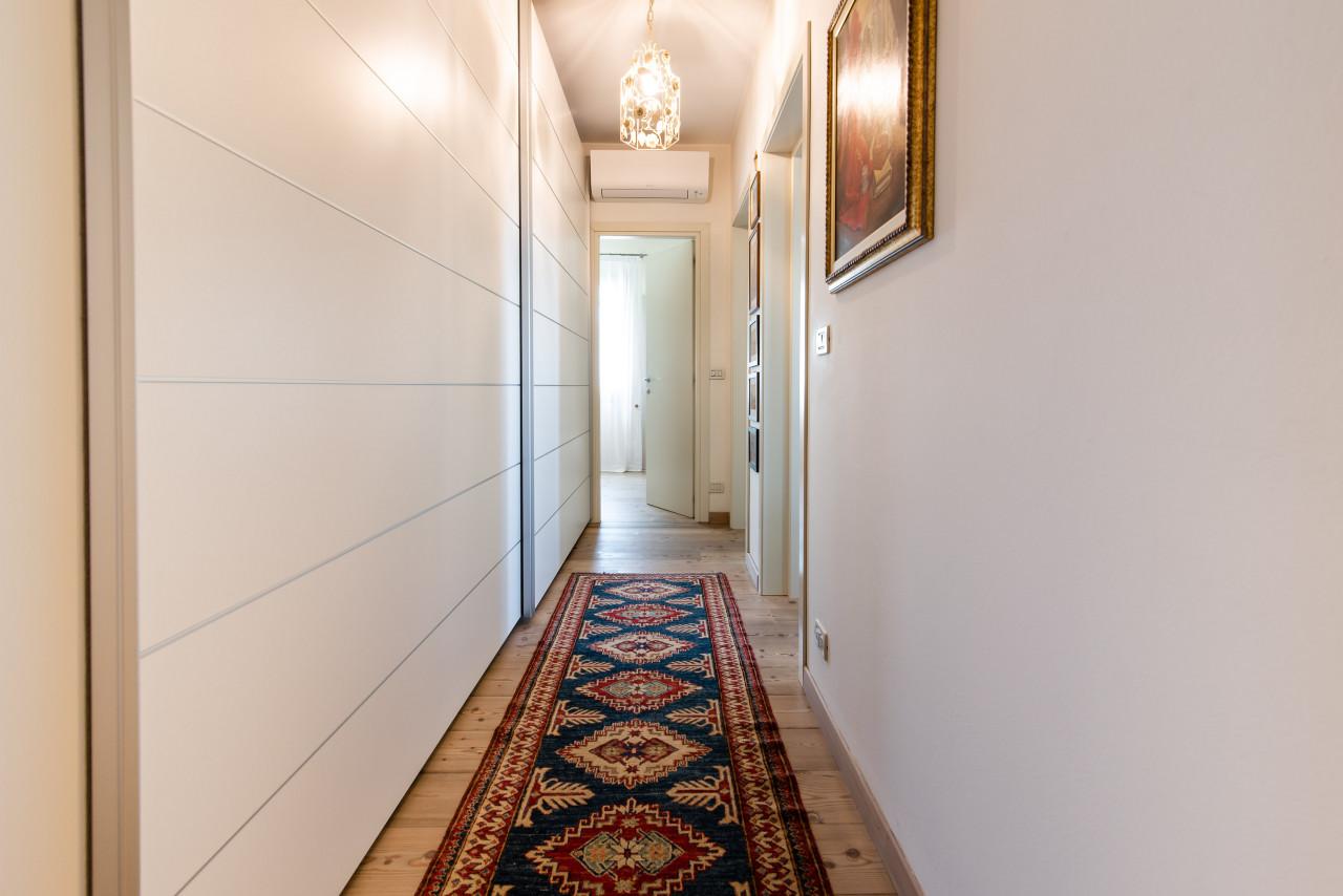 D318 Signorile casa singola con giardino e splendida vista in vendita a Torreglia https://images.gestionaleimmobiliare.it/foto/annunci/210121/2378070/1280x1280/025__blucasa-2094.jpg