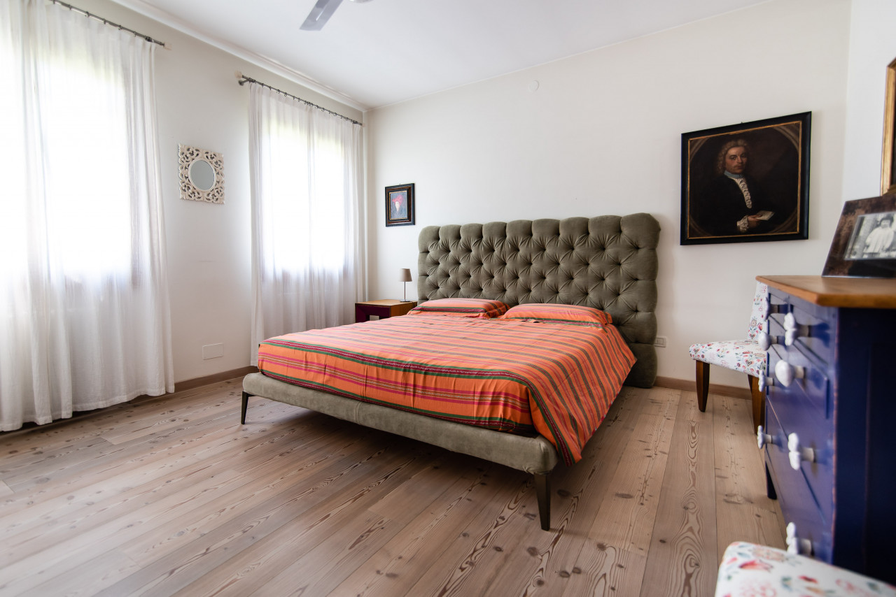 D318 Signorile casa singola con giardino e splendida vista in vendita a Torreglia https://images.gestionaleimmobiliare.it/foto/annunci/210121/2378070/1280x1280/030__blucasa-2108.jpg