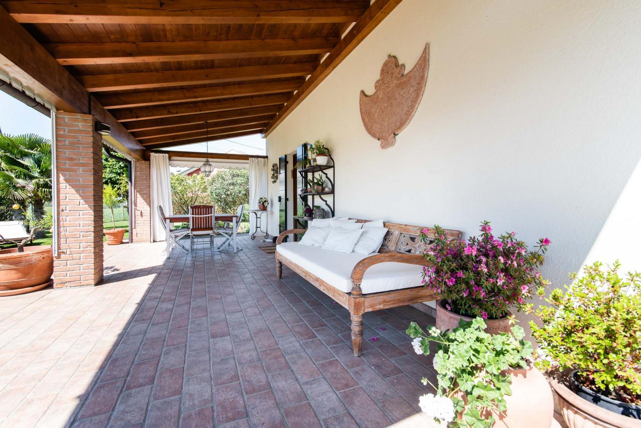 D318 Signorile casa singola con giardino e splendida vista in vendita a Torreglia https://images.gestionaleimmobiliare.it/foto/annunci/210121/2378070/1280x1280/038__blucasa-2128.jpg