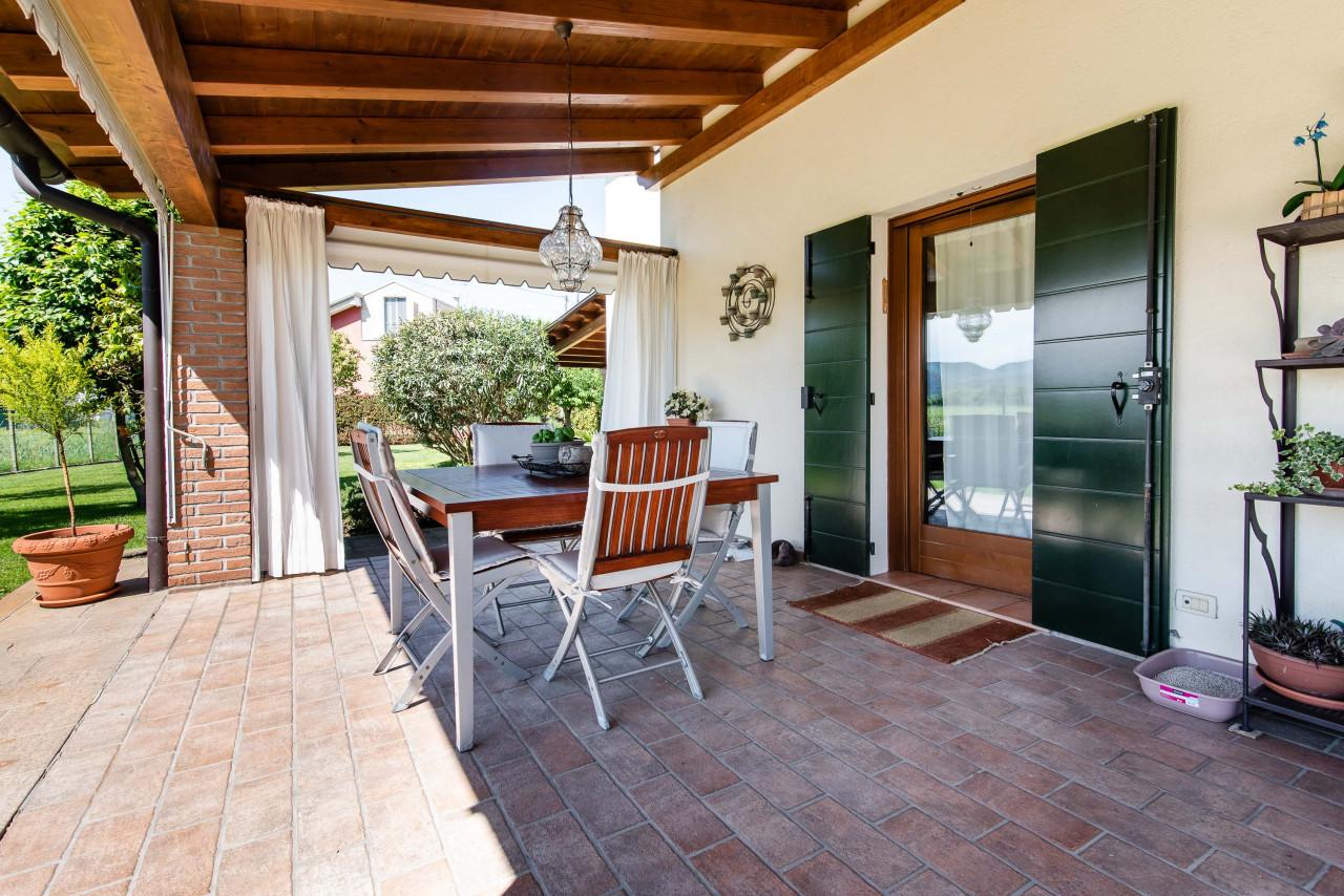 D318 Signorile casa singola con giardino e splendida vista in vendita a Torreglia https://images.gestionaleimmobiliare.it/foto/annunci/210121/2378070/1280x1280/039__blucasa-2129.jpg