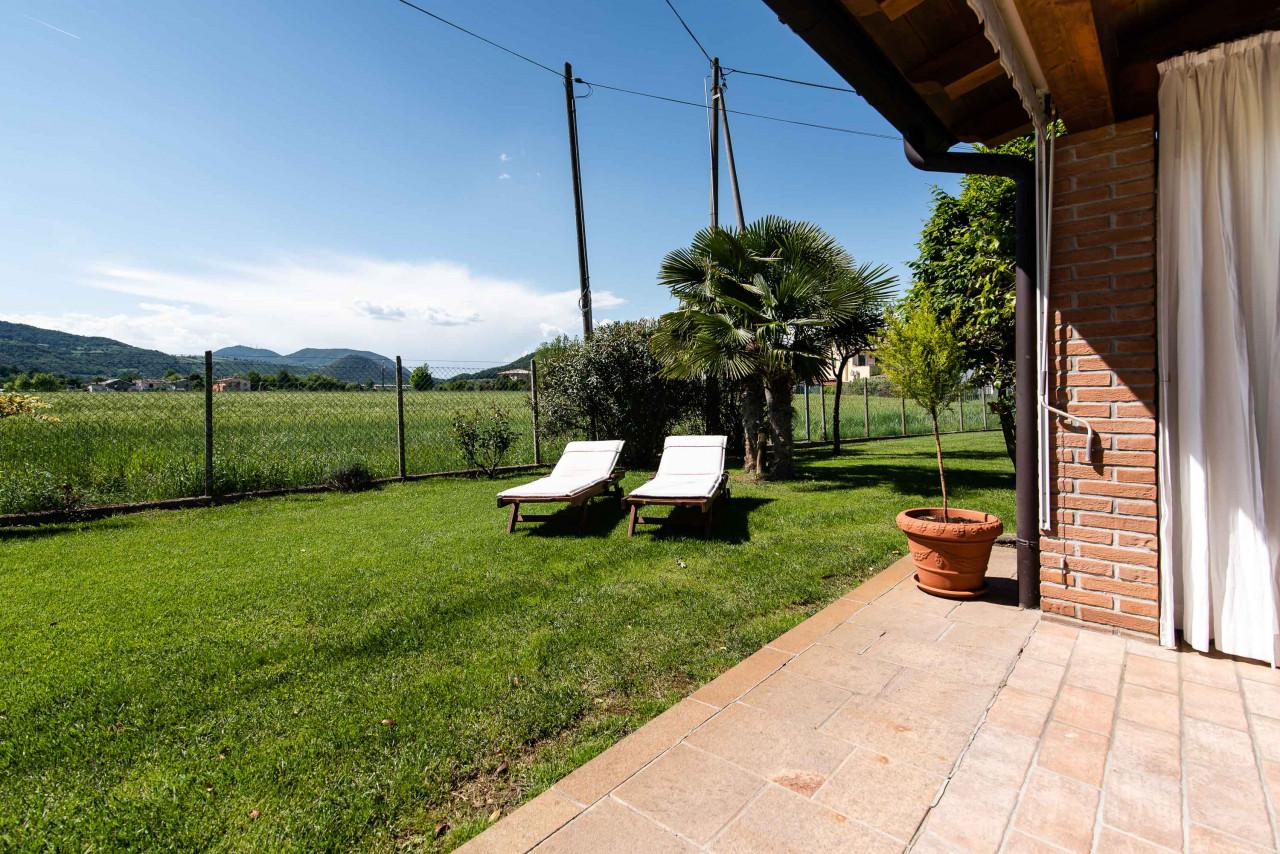 D318 Signorile casa singola con giardino e splendida vista in vendita a Torreglia https://images.gestionaleimmobiliare.it/foto/annunci/210121/2378070/1280x1280/040__blucasa-2130.jpg