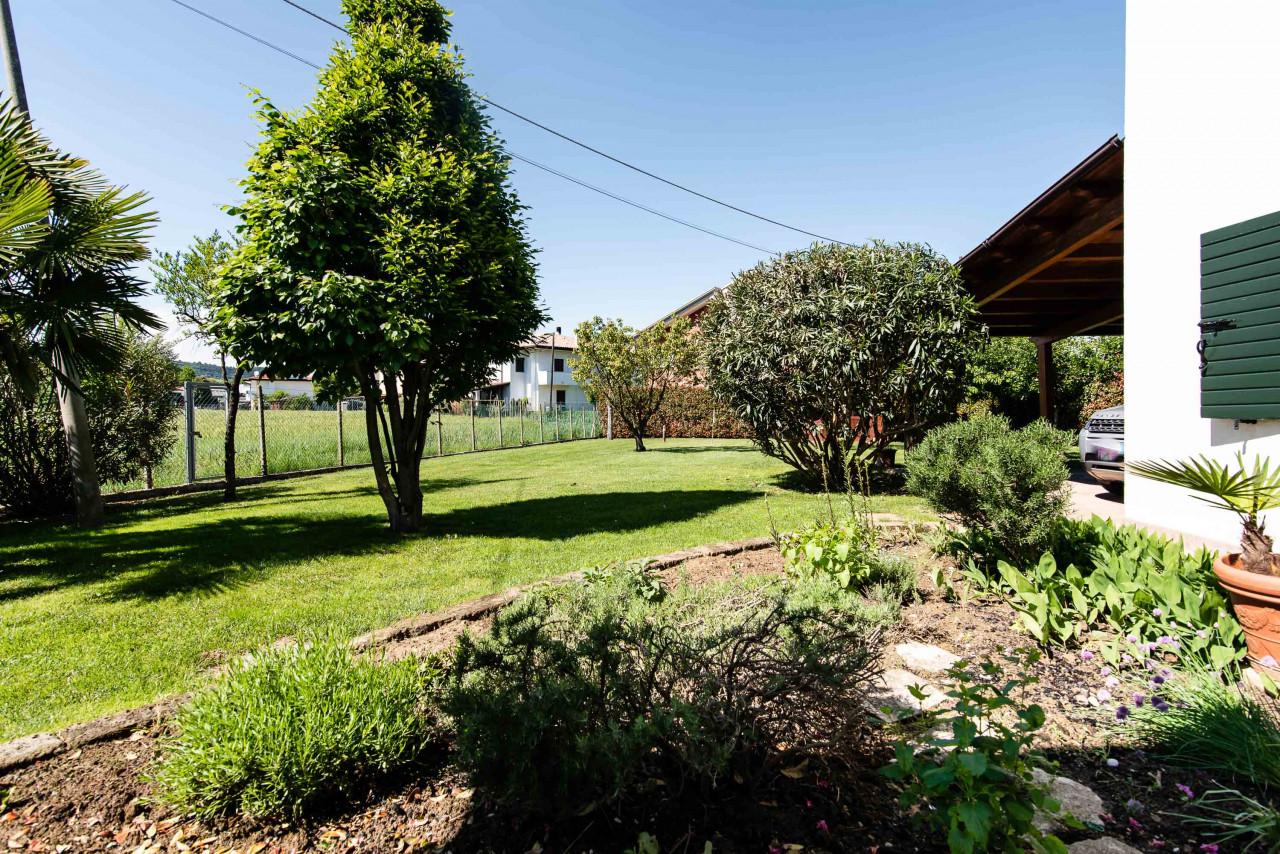 D318 Signorile casa singola con giardino e splendida vista in vendita a Torreglia https://images.gestionaleimmobiliare.it/foto/annunci/210121/2378070/1280x1280/042__blucasa-2139.jpg