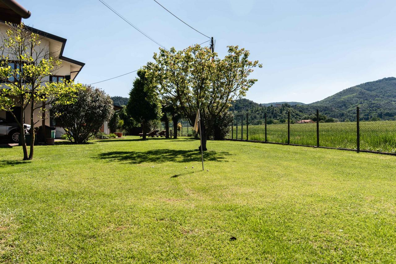 D318 Signorile casa singola con giardino e splendida vista in vendita a Torreglia https://images.gestionaleimmobiliare.it/foto/annunci/210121/2378070/1280x1280/047__blucasa-2148.jpg