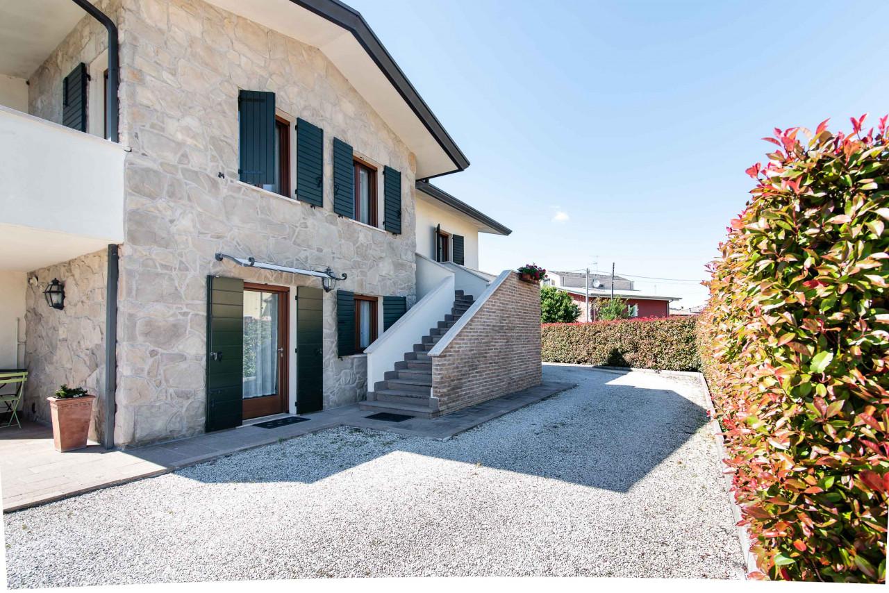 D318 Signorile casa singola con giardino e splendida vista in vendita a Torreglia https://images.gestionaleimmobiliare.it/foto/annunci/210121/2378070/1280x1280/048__blucasa-2154.jpg