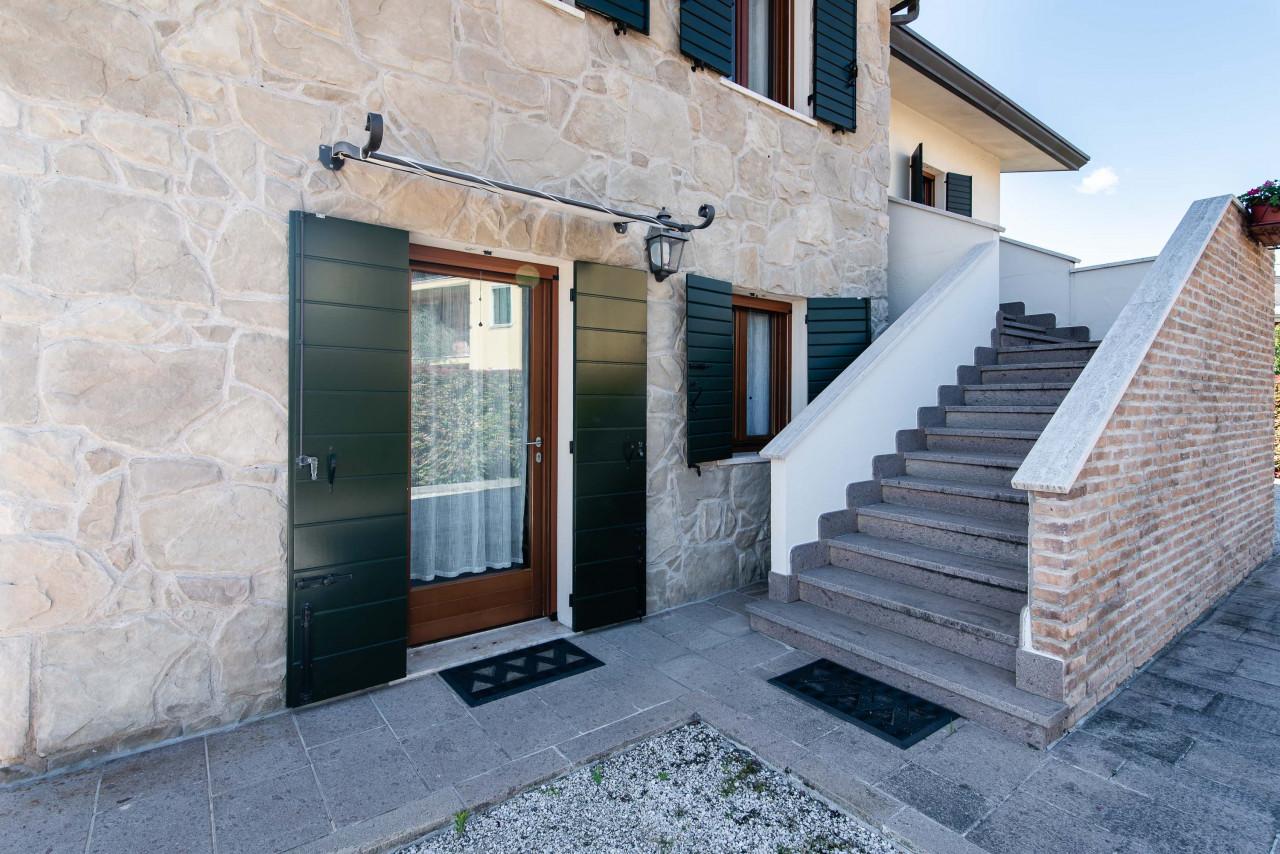 D318 Signorile casa singola con giardino e splendida vista in vendita a Torreglia https://images.gestionaleimmobiliare.it/foto/annunci/210121/2378070/1280x1280/049__blucasa-2155.jpg