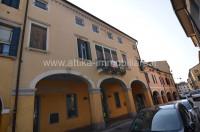 R-1933 Palazzo con cortile esclusivo in vendita a Este