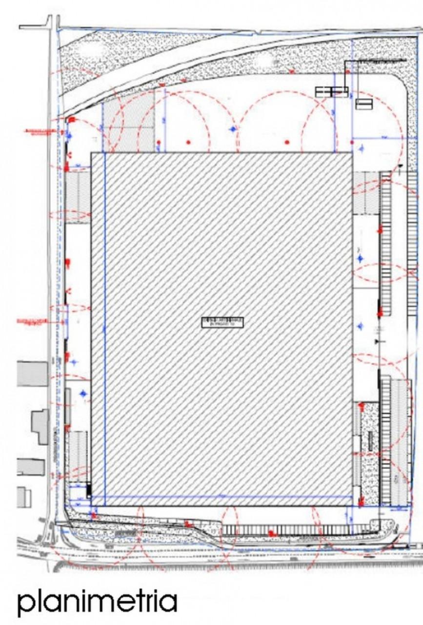 Immobile logistico con altezza interna sottotrave di 11,5 mt, altezza massima 13 mt, baie di carico