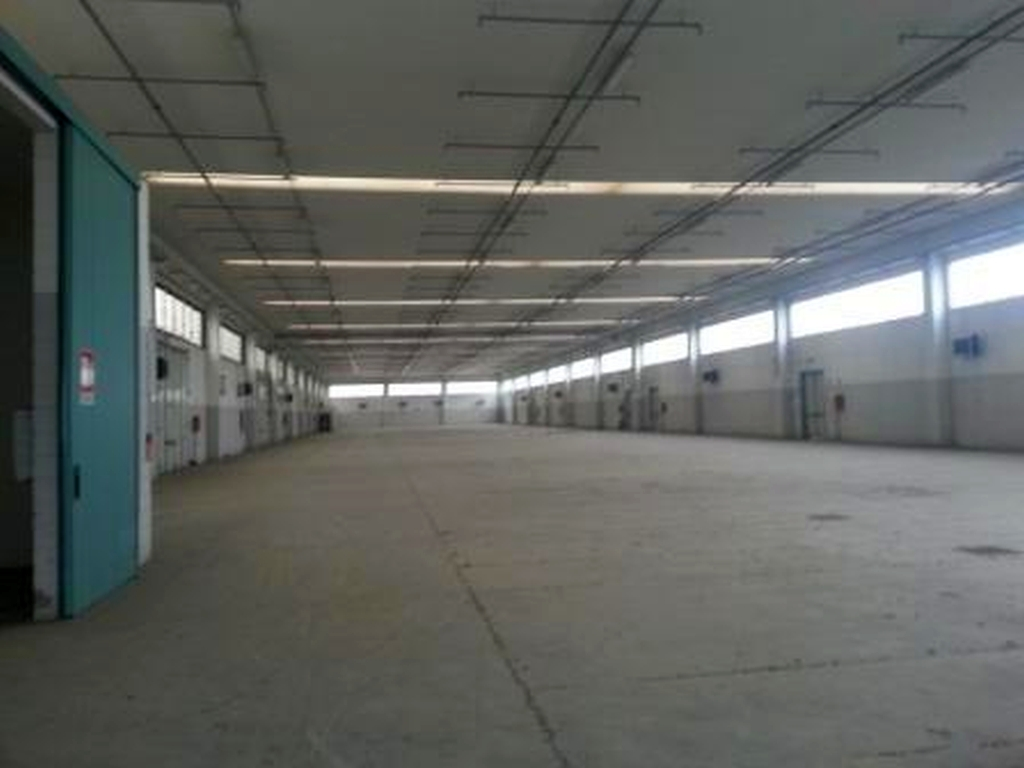 Immobile industriale/artigianale di mq 3.681 ca. con altezza sottotrave di 7,50 mt, dotato di riscal
