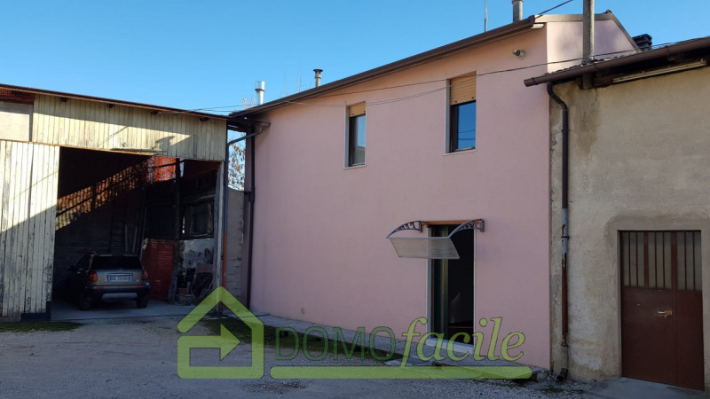 Casa a schiera in vendita a Thiene - https://images.gestionaleimmobiliare.it/foto/annunci/210127/2386391/800x800/000__whatsapp_image_2021-01-27_at_15_58_46__1.jpg